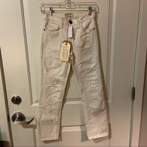 Distressed Highwaisted Straight Leg Jeans